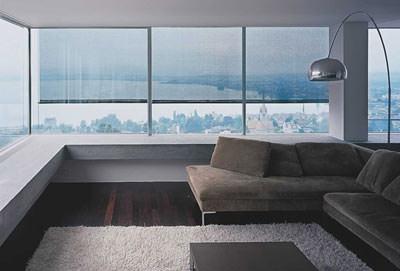 Sonneneinstrahlung, Blendlicht, Automatische Senkrechtmarkise, Fassadengestaltung, Fensterfront, Fensterfronten, Sonnenschutz, Glasarchitektur, Glasbau, Sonnenschutzlösung, Senkrechtmarkisen