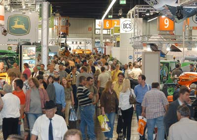 GaLaBau 2006, Fachmesse Garten, Landschaftsbau, Abschlussbericht, Schlußbericht, Sportplatz, Sportplatzbau, Gartenbau, Spielplatzbau, Spielplatz