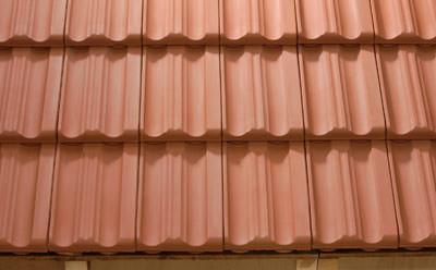 Braas, Formziegel, historische Dächer, Doppelmuldenfalzziegel, modernes Dach, Lafarge Dachsysteme, Dachbaustoffe, Regeldachneigung, First, Regensicherheit, Firstziegel, Braas Dachpfannen