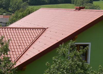 leichtes Stahldach, Pladur-Wrinkle, Kunststofffolie, leichte Stahldächer, Coil-Coating-Verfahren, Lackbeschichtung, Stahlblech, Stahlfeinblech, Taborsky, stählerne Dachpfannenprofile aus Stahl, Dachpfannen-Look