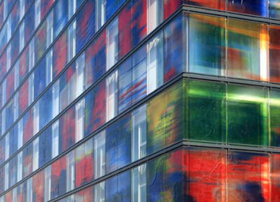Medienfassade Glasfassade mit SGG CREA-LITE