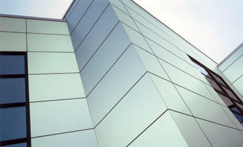 Trespa Mystic Metallics, Fassaden, Fassadenverkleidung, vorgehängte hinterlüftete Fassade, Farbschattierungen, Fassaden im Metallic-Look, changieren, Tageslicht, Sonnenlicht, changiert, Plattenmaterial, Fassadenplatte, vorgehängtes hinterlüftetes Fassadensystem