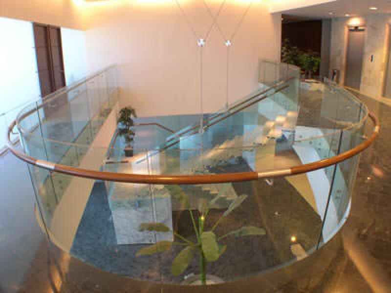Treppengeländer, Verbundsicherheitsglas, Geländer, Balustraden aus Glas, Verbundglas, Balustrade, Sicherheitsglas, Verbund-Sicherheitsglas-Balustraden, transparente Treppe, Acrylglas, farbiges Verbund-Sicherheitsglas, DuPont Glass Laminating Solutions