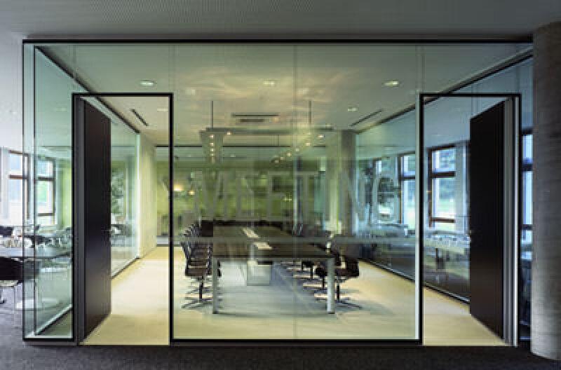 neue rahmenlosen flurwand von bene konsequent glas ganzglaswand mit verkle. Black Bedroom Furniture Sets. Home Design Ideas