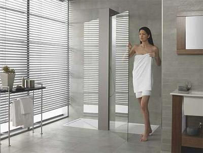 villeroy boch mit neuen duschdesign und material auf der ish flache duschwanne aus quaryl. Black Bedroom Furniture Sets. Home Design Ideas