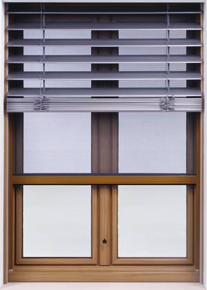 neues blockfenster integriert raffstore und insektengitter fenster mit fliegengitter. Black Bedroom Furniture Sets. Home Design Ideas
