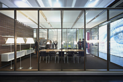 neues str hle trennwandsystem kombiniert holz und glas. Black Bedroom Furniture Sets. Home Design Ideas