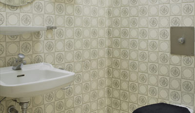 verwandlung eines g ste wcs als w r 39 s ein anderer raum waschtisch aus bauplatten. Black Bedroom Furniture Sets. Home Design Ideas
