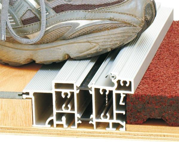 neue barrierefreie balkont r verspricht wohnzimmerdichte schwellenlose terrassent r. Black Bedroom Furniture Sets. Home Design Ideas