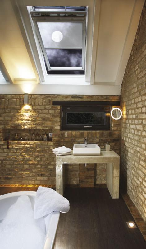 wohlf hlzentrum bad mit naturge lten veredelten b den ge lter parkettboden im badezimmer. Black Bedroom Furniture Sets. Home Design Ideas
