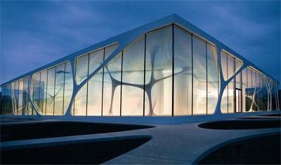 Glasfassade bunt  Leonardo GlassCube - mit transparentem Fassaden-Dekor in XXXL