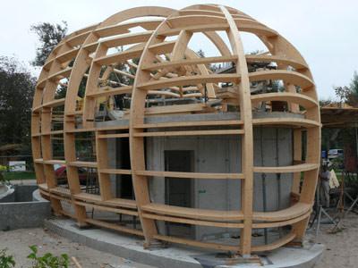 Holzrahmenbau verbindungen  Fließende Form für ein Atelierhaus in Holzbauweise | Bogenbinder ...