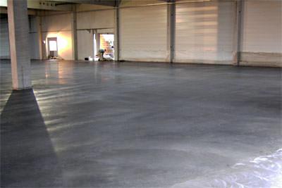 industrieboden aus leichtverdichtendem beton und stahlfasern aaton floor leichtverdichtender. Black Bedroom Furniture Sets. Home Design Ideas