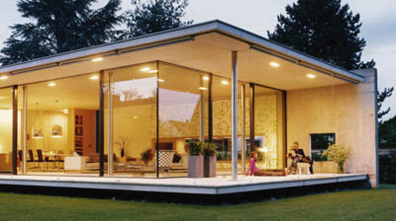Bungalow: Einfamilienhaus mit einem Stockwerk und Flachdach