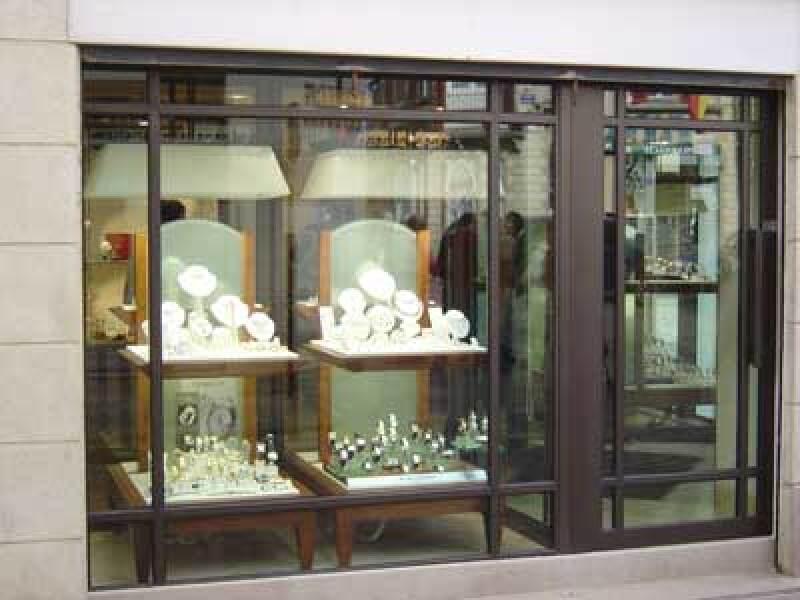 Schaufensteranlage, Schaufenster, Stahlfenster, Fensteranlage, filigranes Stahl-Profilsystem, Schaufensteranlagen, Stahlfenster, Türanlage