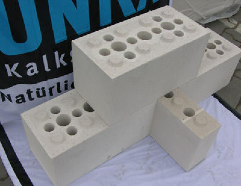 Rastermauerblöcke, Trockenmauerwerk, Legosteine, Unika-Kalksandsteinwerk, Kalksandsteinmauerwerk ohne Mörtel, Rastermauerblock