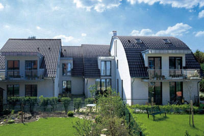 Dachpfannen, Dachziegel, Dachsteine, Tondachziegel, Tonnendach, Dach, Dächer, Dachflächen, buntes Dach, Satteldach, Tonnendächer, Flachdachziegel, Dachstein