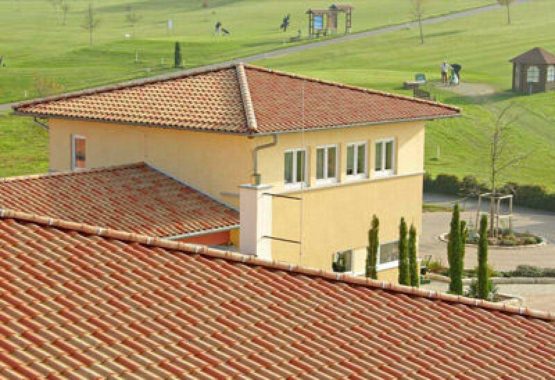 mediterrane Dachziegel, mediterranes Ziegeldach, Ziegeldächer, Dach, Terrakotta, Mönch-Nonne, keramische Dachdeckung, Dacharchitektur, Ziegelbrenntechnik, Vermörtelung
