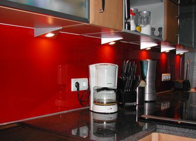 Lackiertes glas dichten und kleben for Küchen h ngeschrank glas