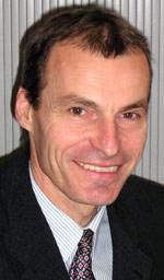 Dr. Norbert Arnold, dem Leiter des Technischen Produktservices der Uzin Utz AG