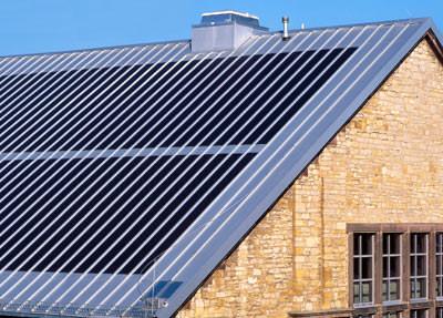 geb udeintegrierte photovoltaik auf stahlblech an dach und wand. Black Bedroom Furniture Sets. Home Design Ideas