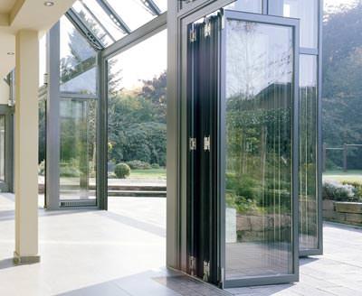 glas faltwand und andere neuheiten von solarlux. Black Bedroom Furniture Sets. Home Design Ideas