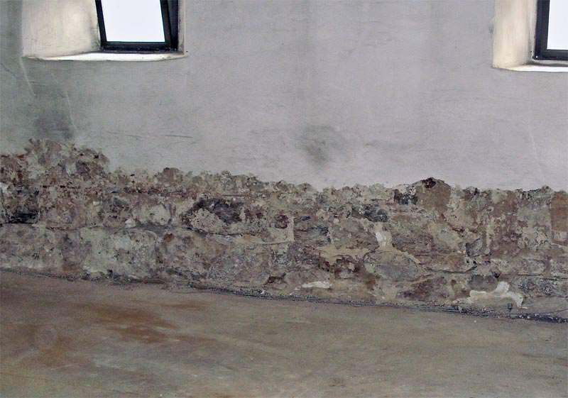 Wie feuchte Wände saniert werden können | Silicon-Mikroemulsion als ...