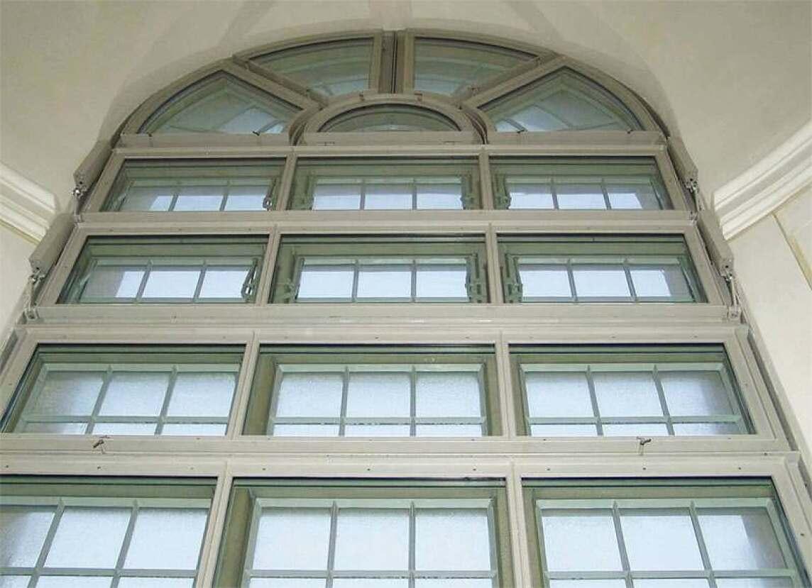 Fenster mit RWA in der Dresdner Frauenkirche