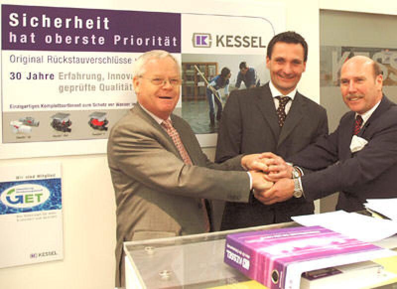 Bruno Schliefke (ZVSHK-Präsident), Alexander Kessel (Kessel-Geschäftsführer), Michael von Bock und Polach (ZVSHK-Hauptgeschäftsführer)