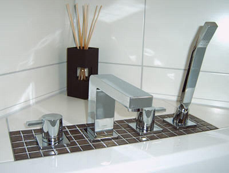 Badewannenarmaturen  Sichere Montage von Wannenrandarmaturen | Montageblock für ...