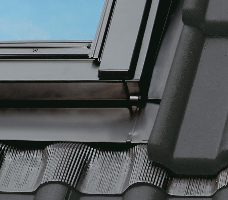 velux legt dachfenster tiefer flacher eindeckrahmen f r. Black Bedroom Furniture Sets. Home Design Ideas