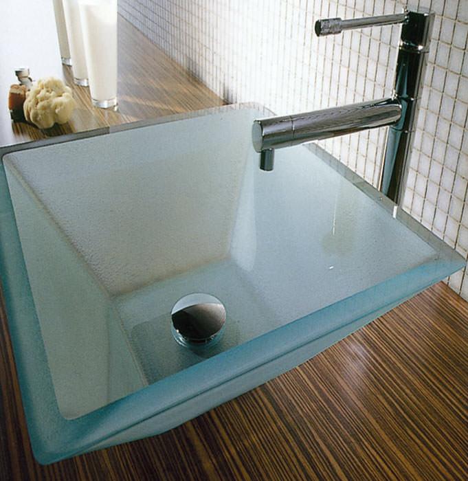 zwei neue glam waschpl tze aus schmelzglas waschbecken aus glas. Black Bedroom Furniture Sets. Home Design Ideas