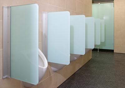 sanit ranlagen im konzerthaus berlin neu gestaltet wc trennw nde aus glas mit kratzfestem. Black Bedroom Furniture Sets. Home Design Ideas