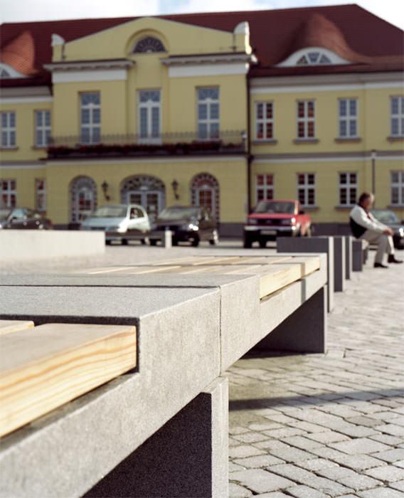 Tracos Bank Dessau Kombiniert Naturstein Und Holz