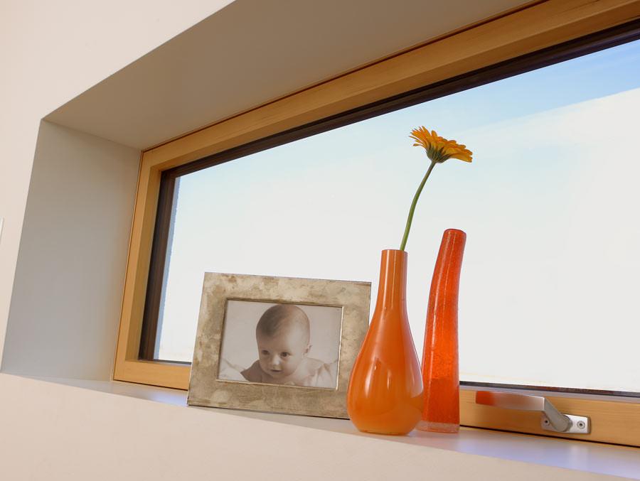 purismus pur o fenster ohne sichtbaren blendrahmen fenstersims mit puristischer fensterleibung. Black Bedroom Furniture Sets. Home Design Ideas