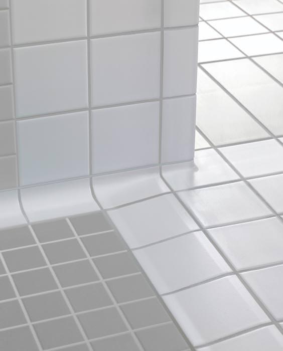 fliesen formteile nicht nur f r geflieste bodenebene duschtassen. Black Bedroom Furniture Sets. Home Design Ideas