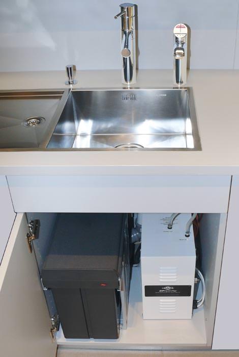 automatisch kochendes wasser kochendwasser aus einem durchlauferhitzer. Black Bedroom Furniture Sets. Home Design Ideas