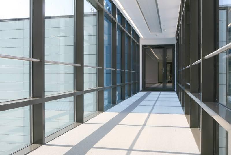 Fraunhofer-Institut gibt sich Skywalk mit schaltbarem ...