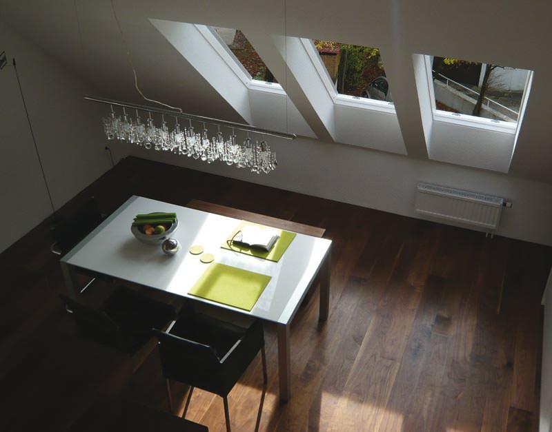 in wei und nussbaum luftiges loft mit naturholzboden einblatt landhausdiele. Black Bedroom Furniture Sets. Home Design Ideas