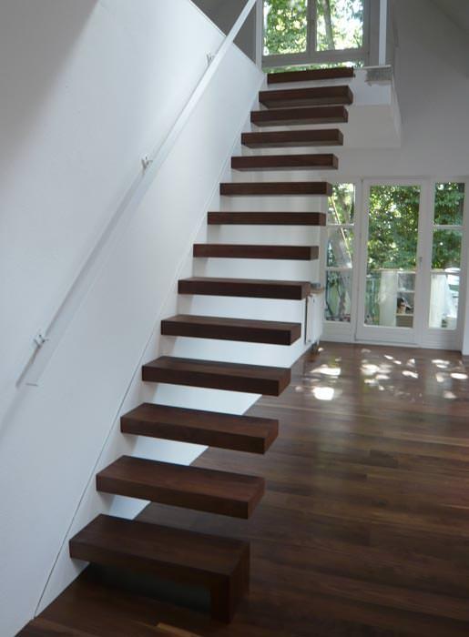 in wei und nussbaum luftiges loft mit naturholzboden. Black Bedroom Furniture Sets. Home Design Ideas