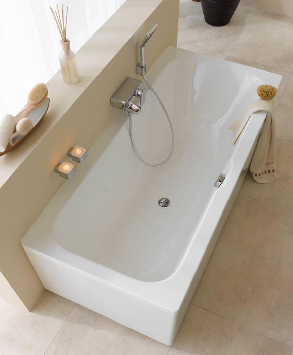 esprit home bath concept komplettiert mit badewanne wandh ngendes wc bidet und armaturen. Black Bedroom Furniture Sets. Home Design Ideas