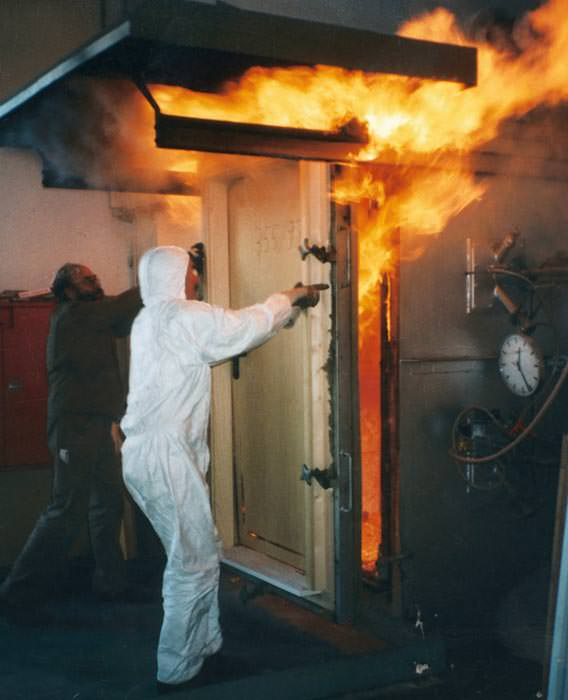 t ren mit zusatznutzen sicherheit brandschutz rauchschutz schallschutz und w rmeschutz. Black Bedroom Furniture Sets. Home Design Ideas