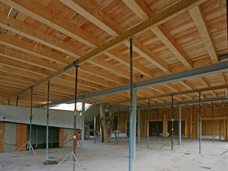 projektbericht weit gespannt dank holz beton verbunddecke verbunddecke mit schubverbindern. Black Bedroom Furniture Sets. Home Design Ideas