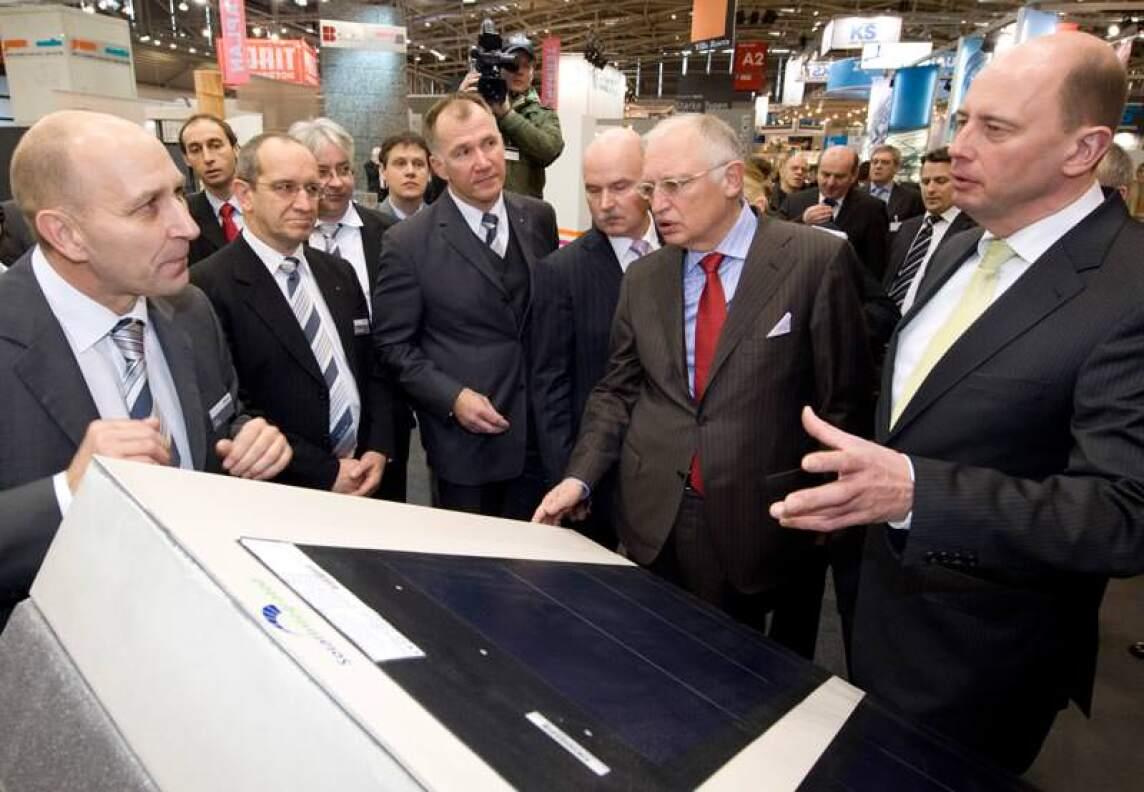 Bundesbauminister Wolfgang Tiefensee und EU-Vizepräsident Günter Verheugen auf dem Beton-Messestand