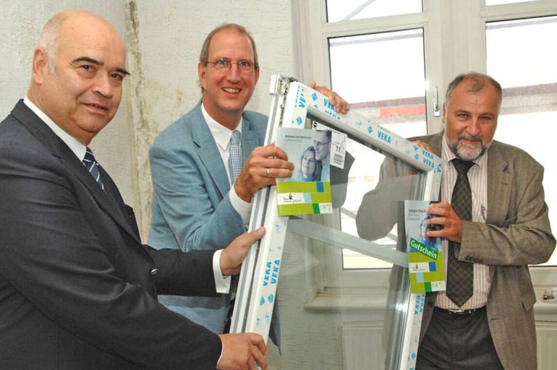 ZDH-Präsident Otto Kentzler, DBU-Vertreter Dr. Markus Große Ophoff und IG BAU-Vorsitzender Klaus Wiesehügel