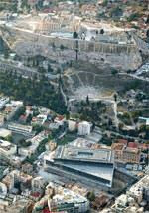 Akropolis-Museum in Athen mit Blick auf Akropolis und Parthenon