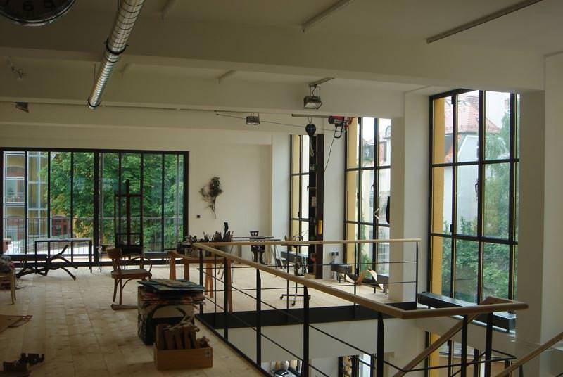 kaffeelofts atelierverglasung mit sehr schlanken stahlprofilen stulpfenster. Black Bedroom Furniture Sets. Home Design Ideas