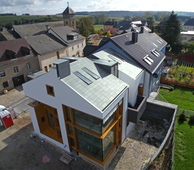 Wie Wird Ein Dach Gedämmt : ein dach wie ein strich mit schiefer und hinterschnitt ~ Lizthompson.info Haus und Dekorationen