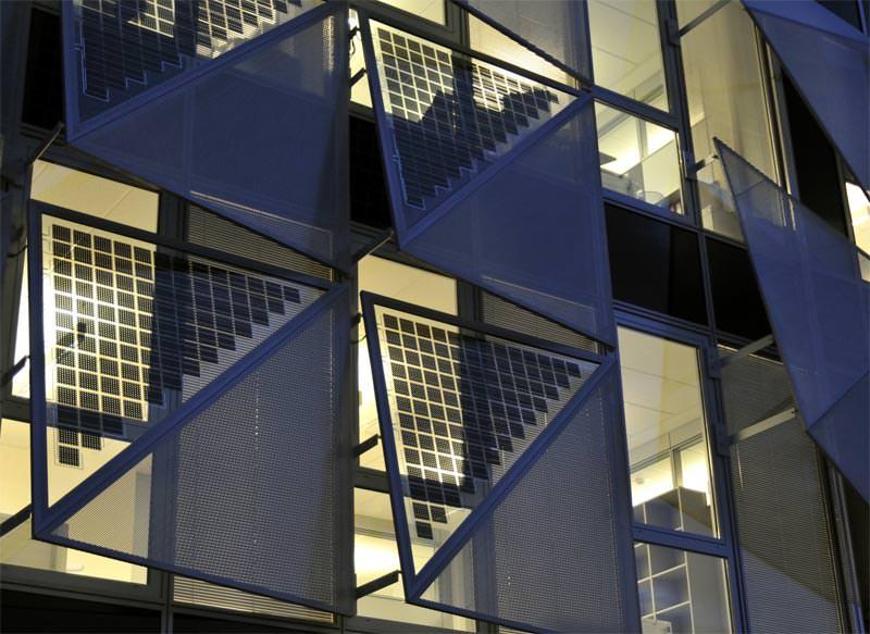 photovoltaik avantgarde meets energy fassadenintegrierte photovoltaik mit coop himmelb l au. Black Bedroom Furniture Sets. Home Design Ideas