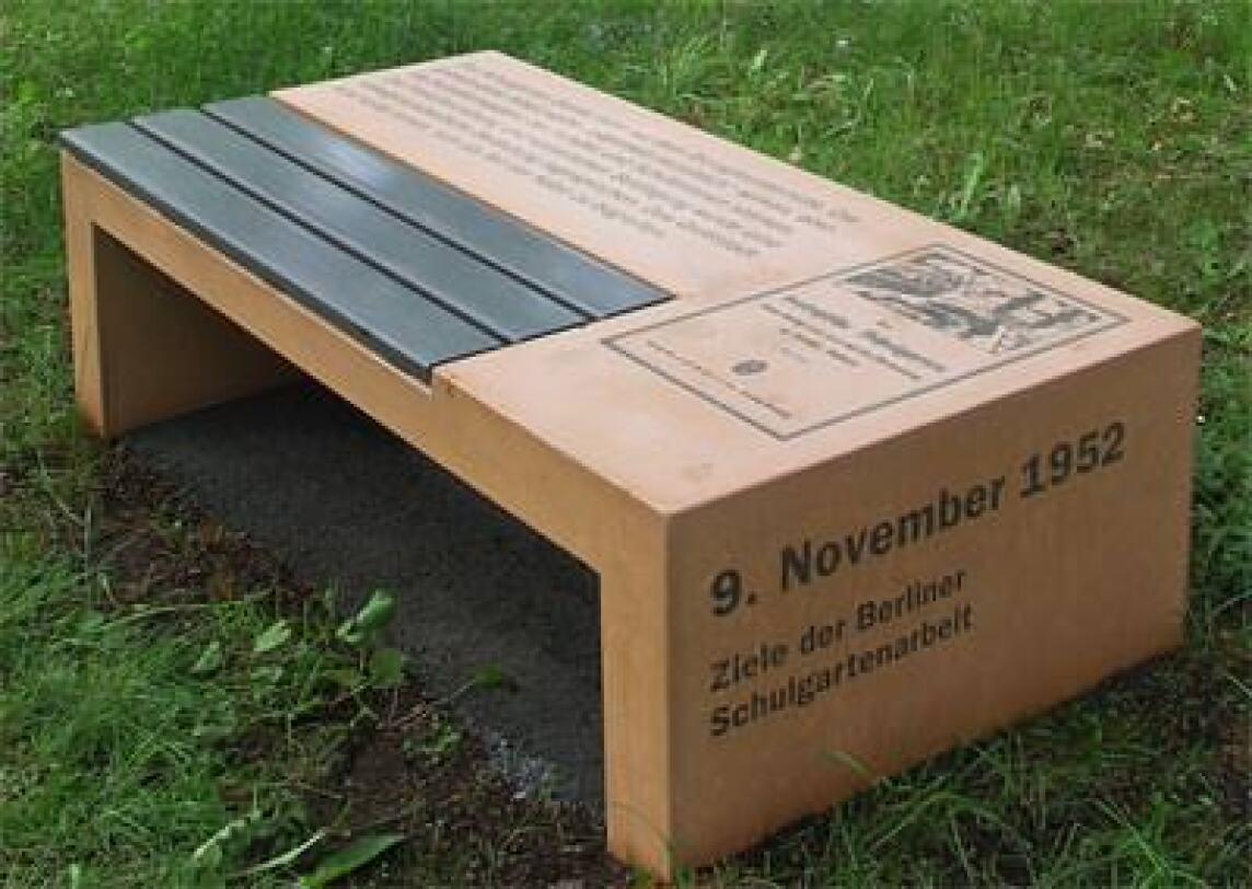 historischer ort mit fotobeton gestaltet betonbank f r public design. Black Bedroom Furniture Sets. Home Design Ideas
